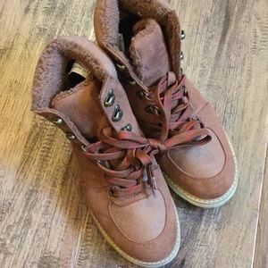 American Eagle high top boots